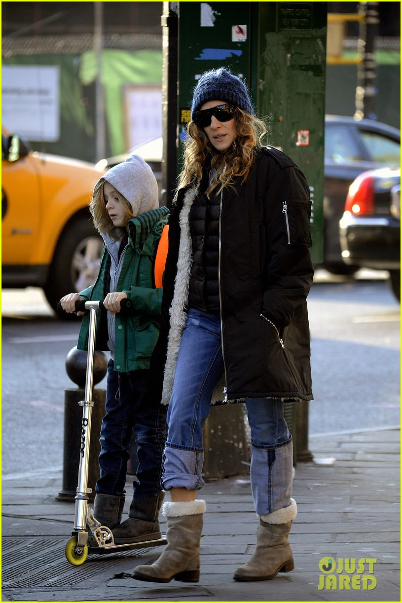 sarah jessica parker matthew broderick school stroll with kids 17