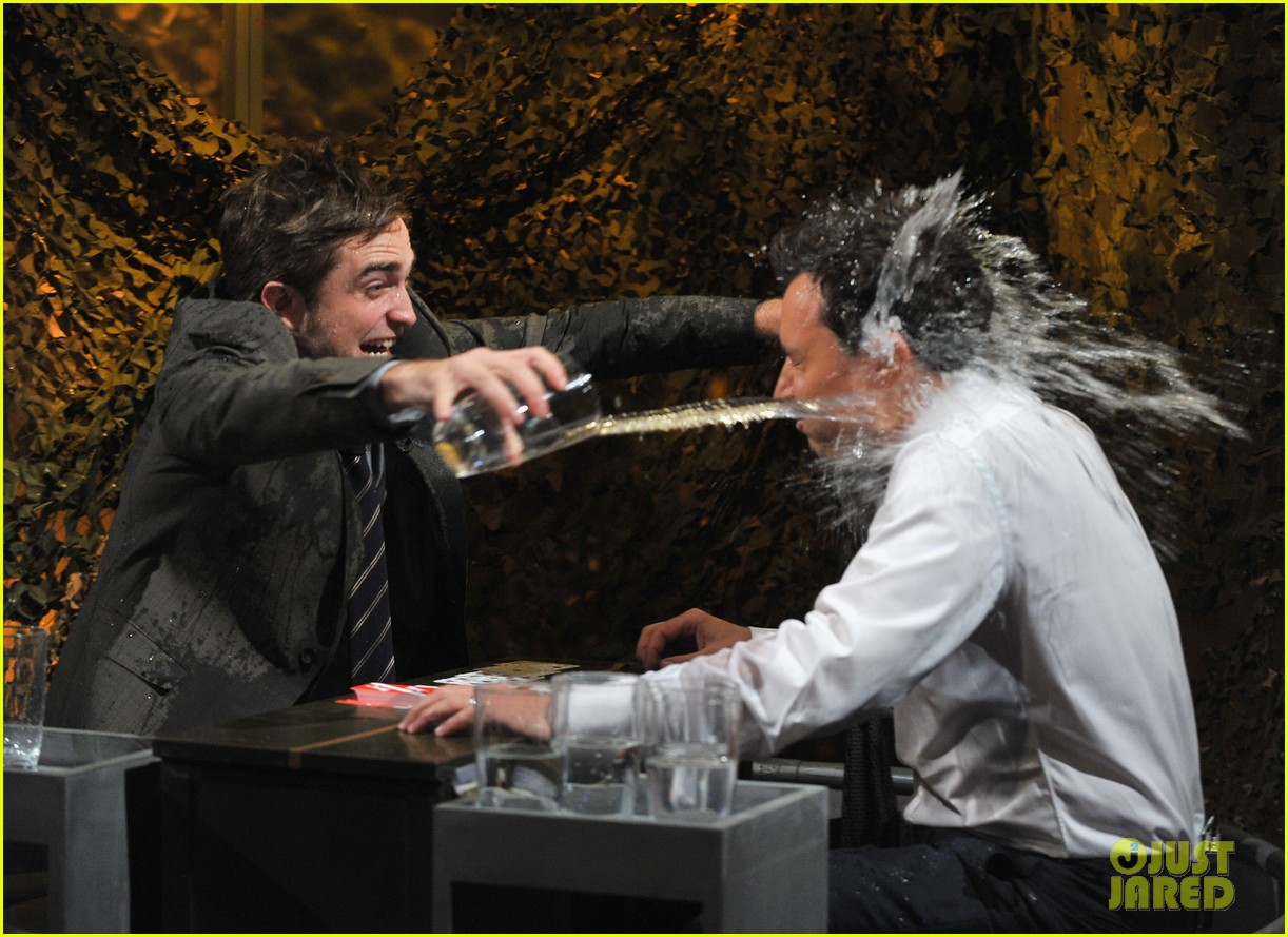 robert pattinson soaking wet on late night with jimmy fallon 08