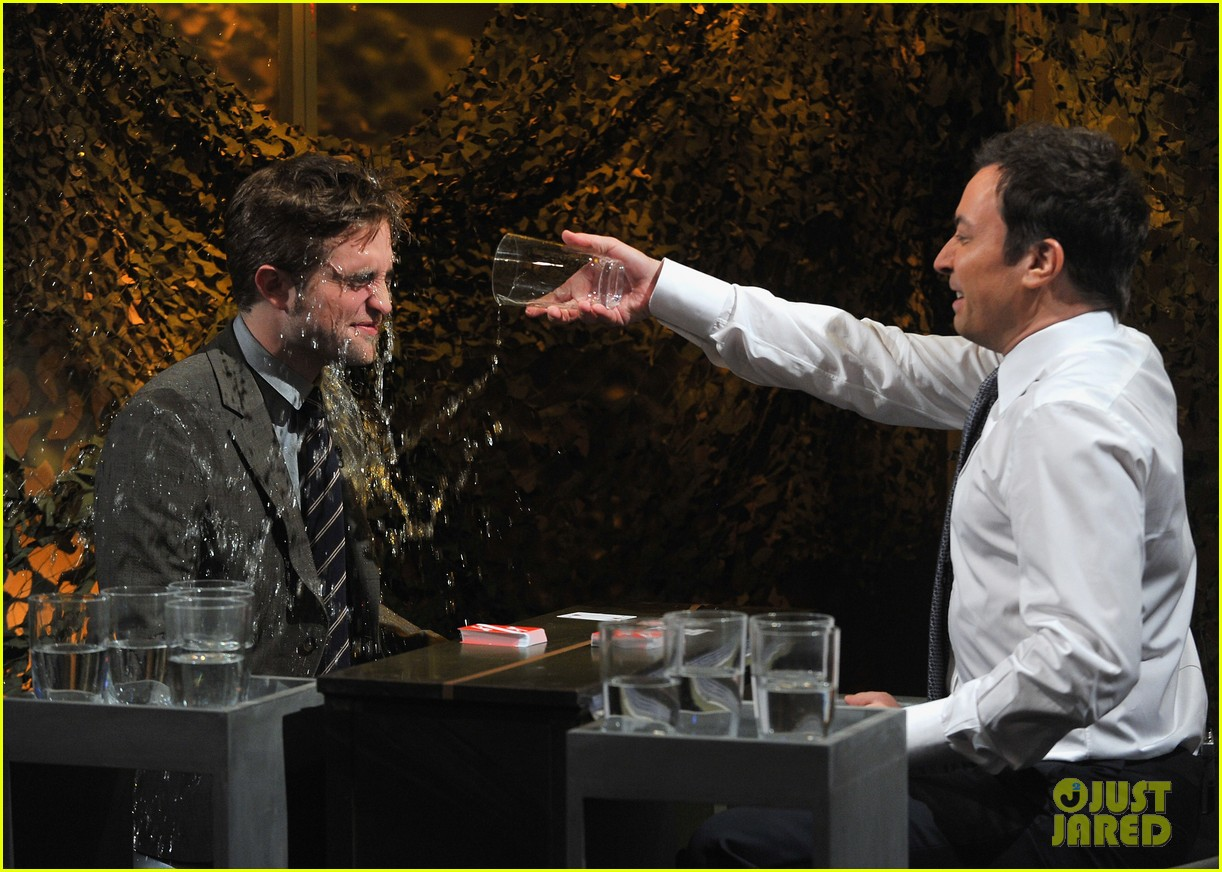 robert pattinson soaking wet on late night with jimmy fallon 09