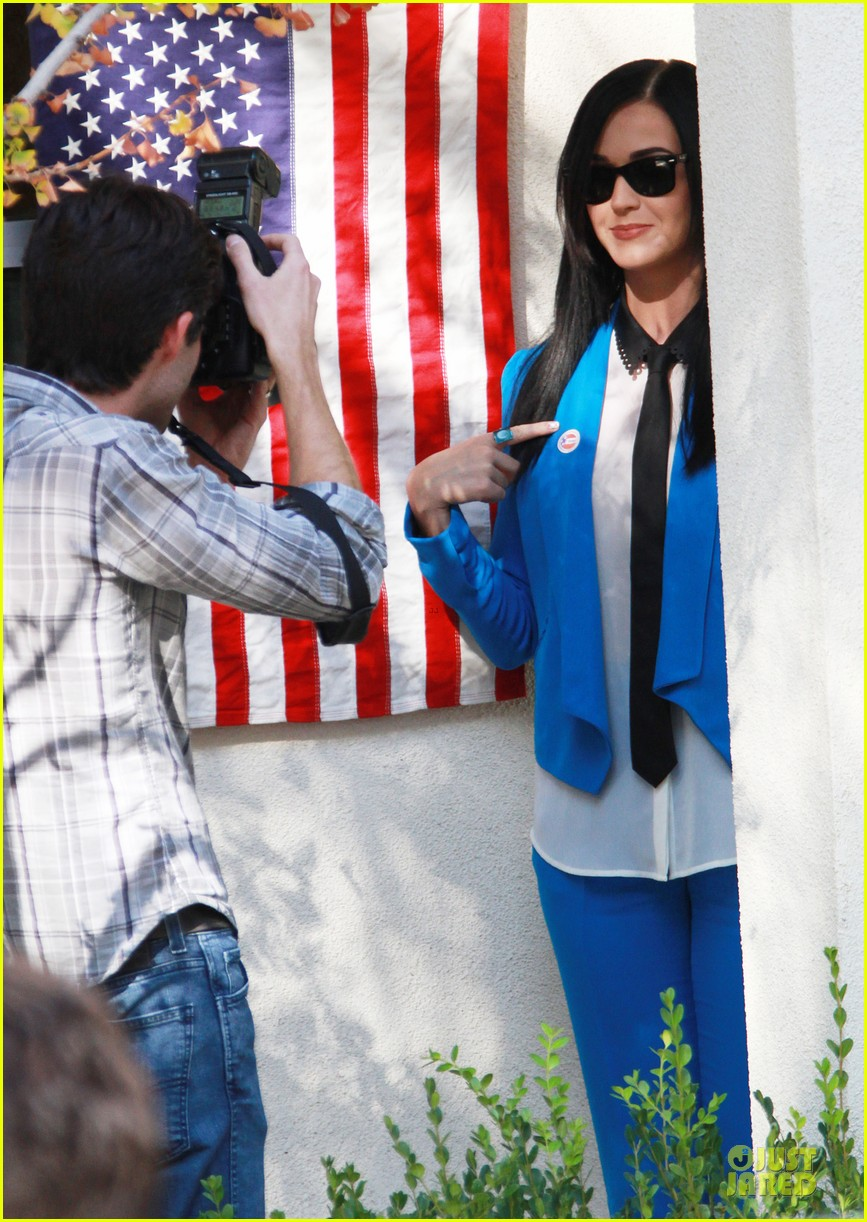 katy perry excited to exercise my civic duty 03