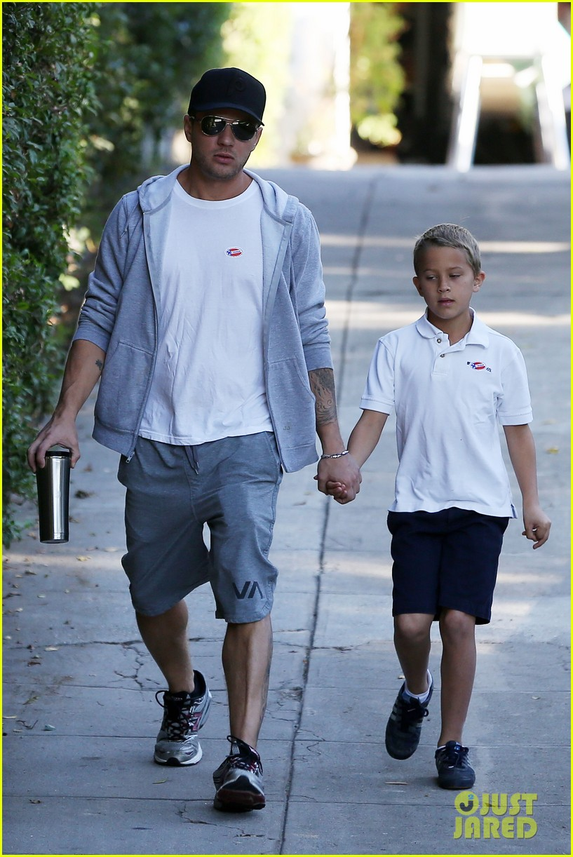 ryan phillippe brings deacon to vote on election day 01