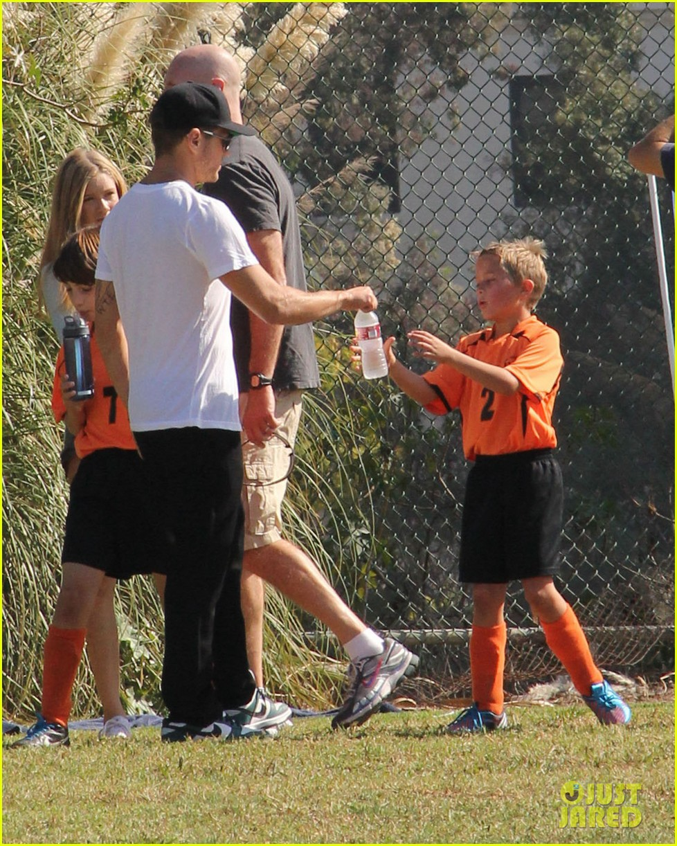 ryan phillippe deacons soccer game with paulina slagter 06
