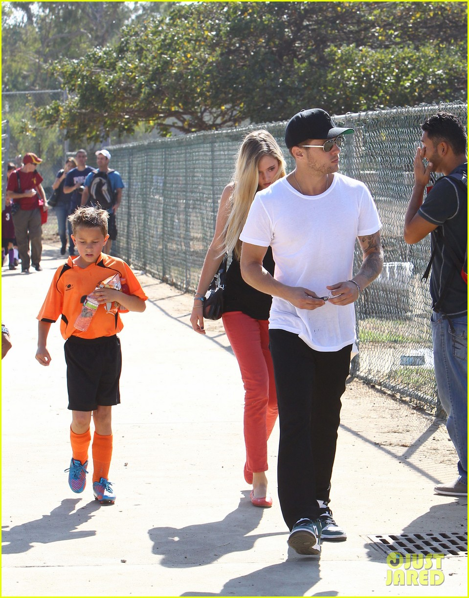 ryan phillippe deacons soccer game with paulina slagter 29