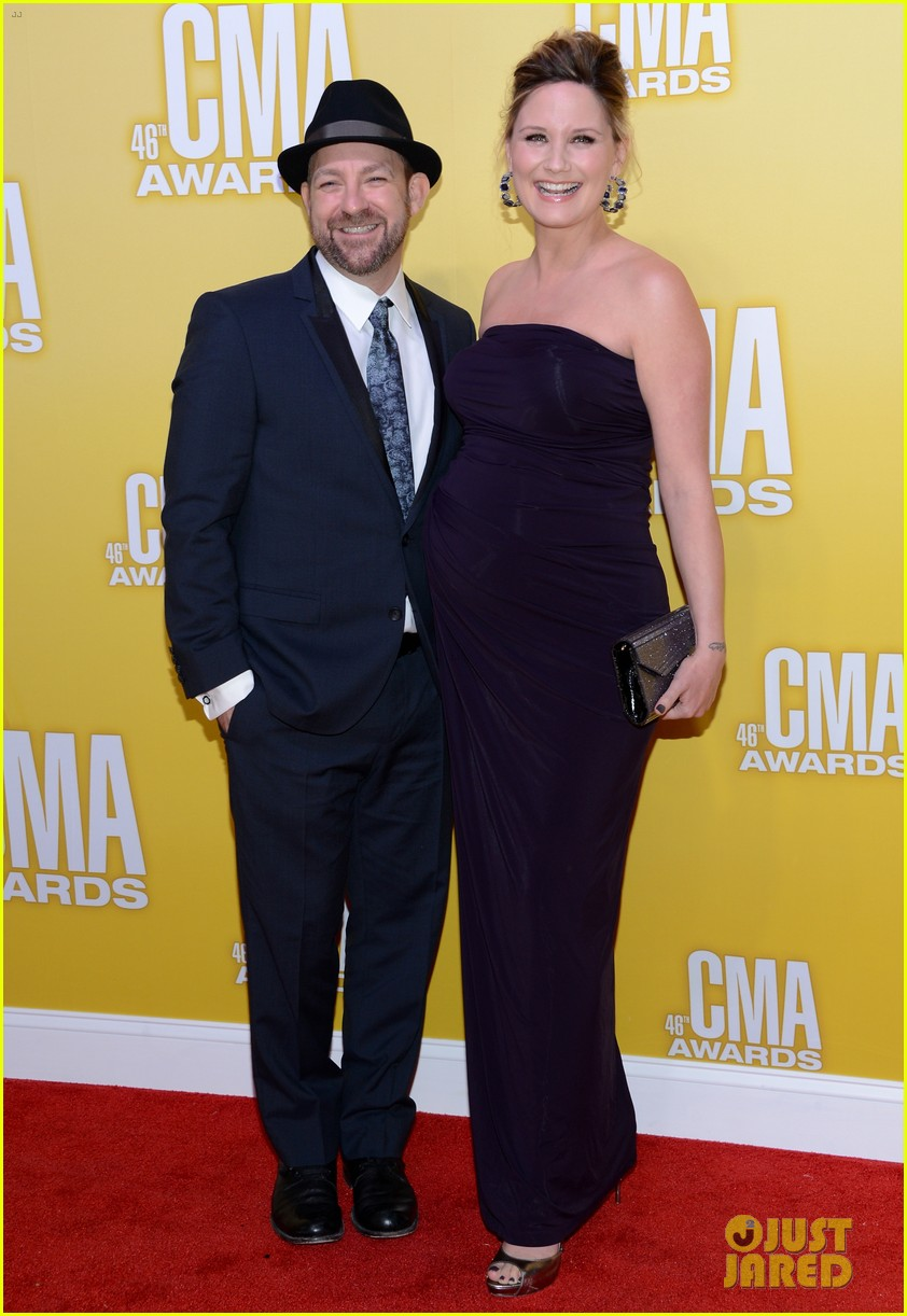 kellie pickler cma awards 2012 red carpet 11