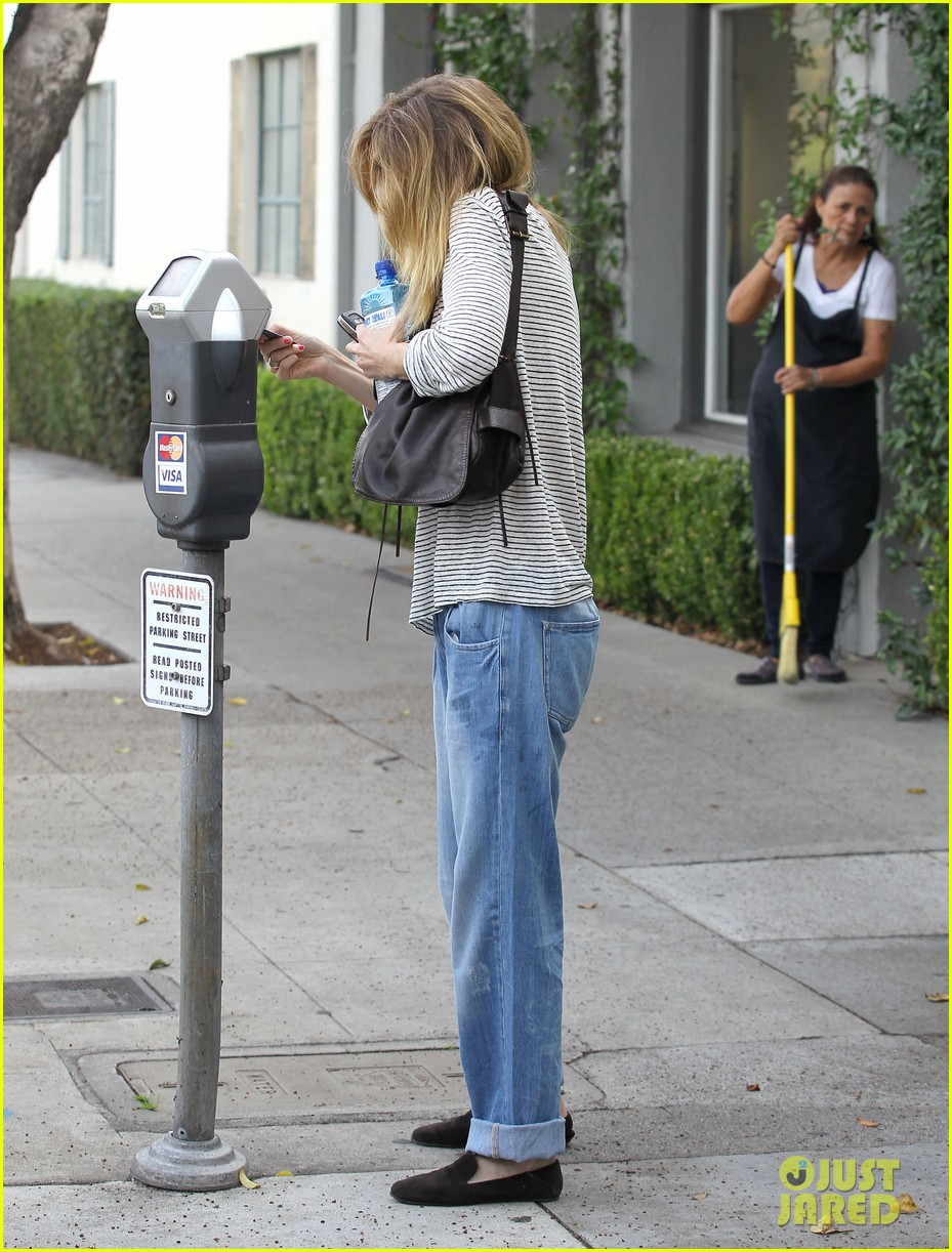 ellen pompeo beverly hills errands gal 04