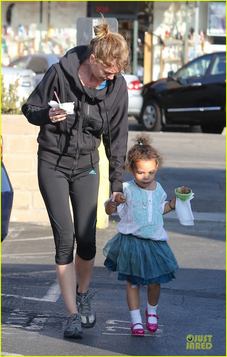 ellen pompeo stella ice cream duo 08