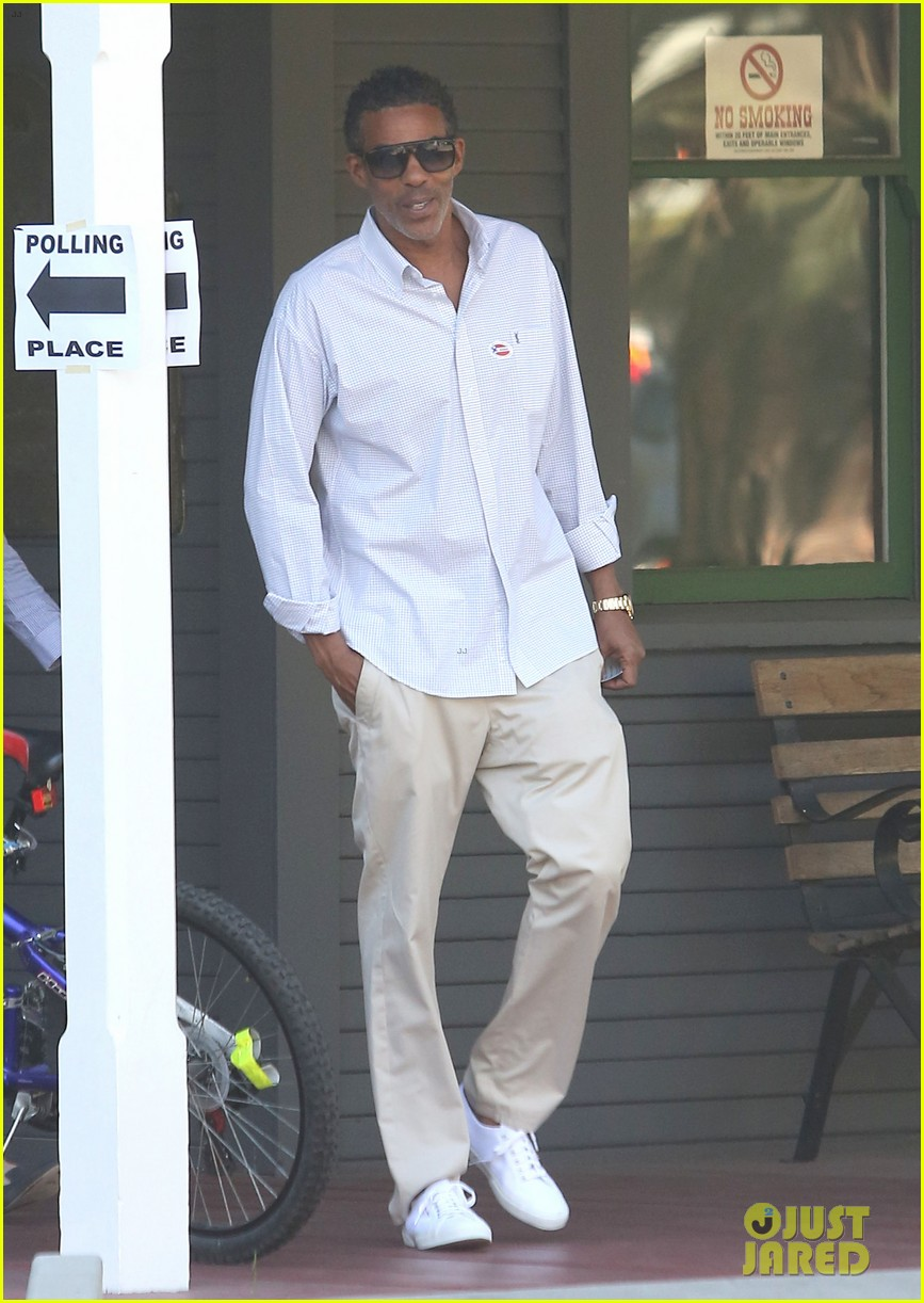 ellen pompeo election day voting with chris ivery 06