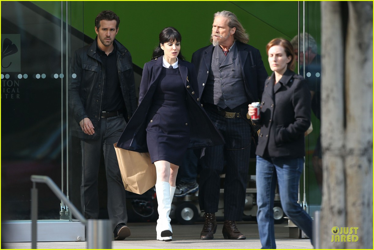 ryan reynolds ripd reshoots with mary louise parker 01