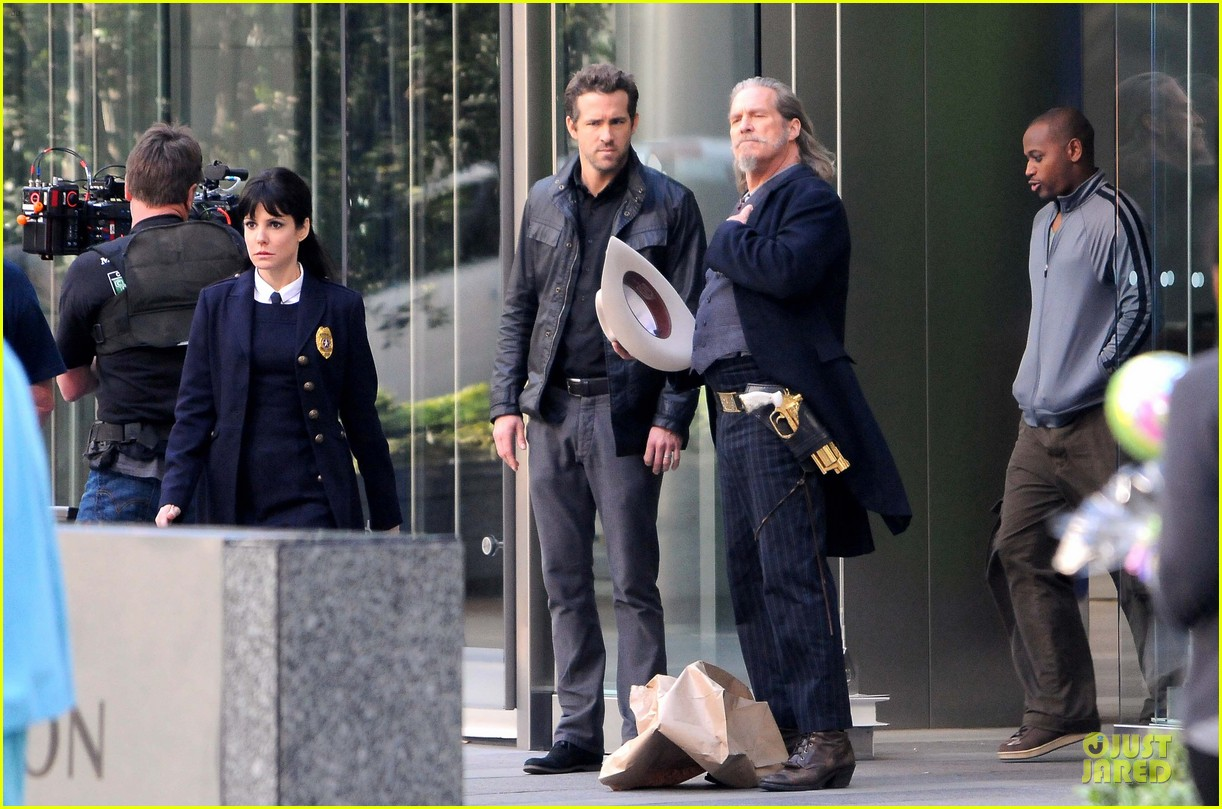 ryan reynolds ripd reshoots with mary louise parker 08