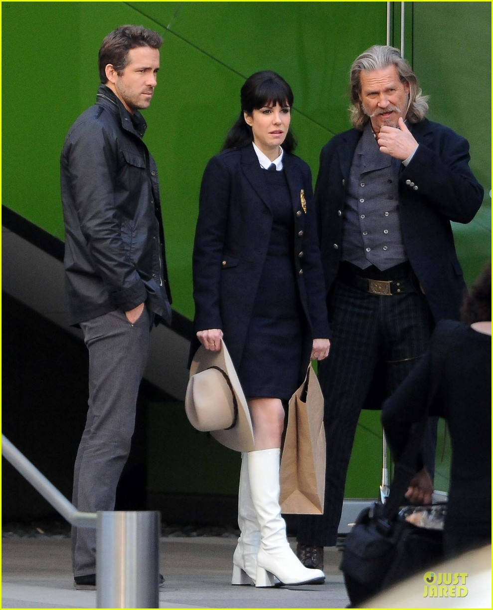 ryan reynolds ripd reshoots with mary louise parker 19