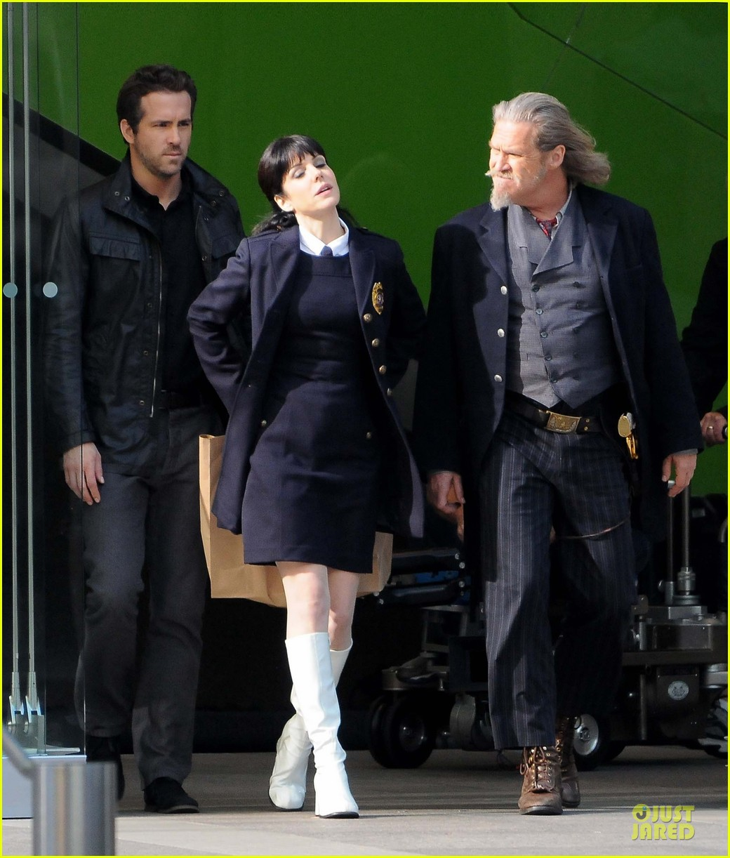ryan reynolds ripd reshoots with mary louise parker 20