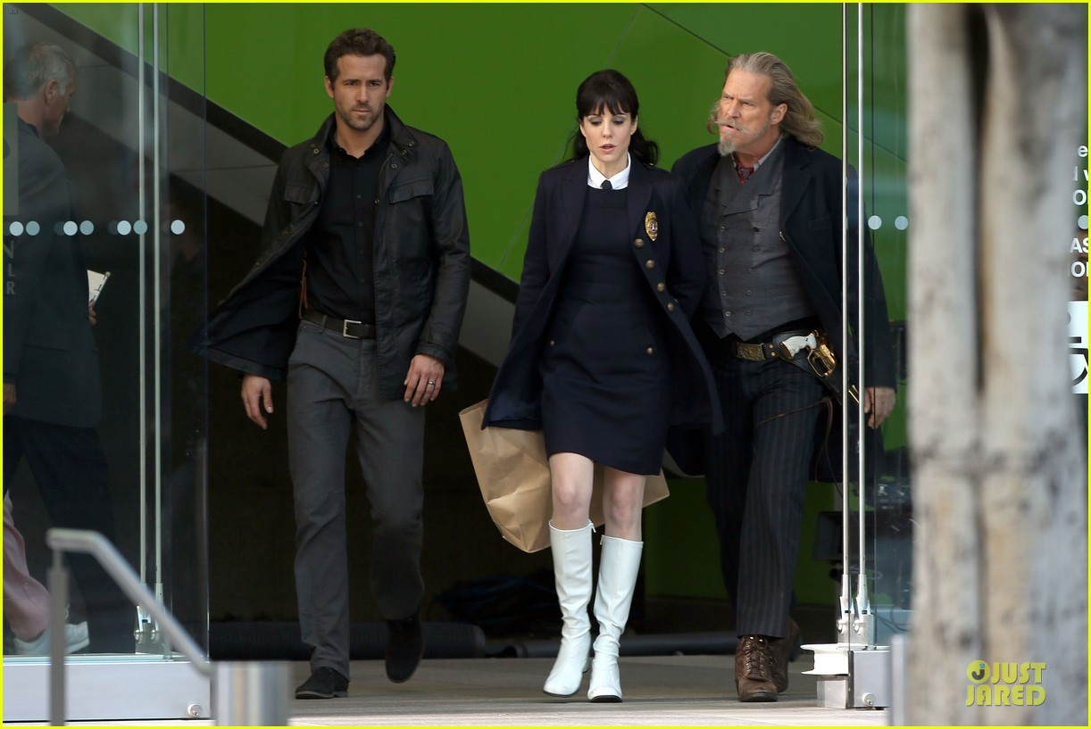 ryan reynolds ripd reshoots with mary louise parker 23