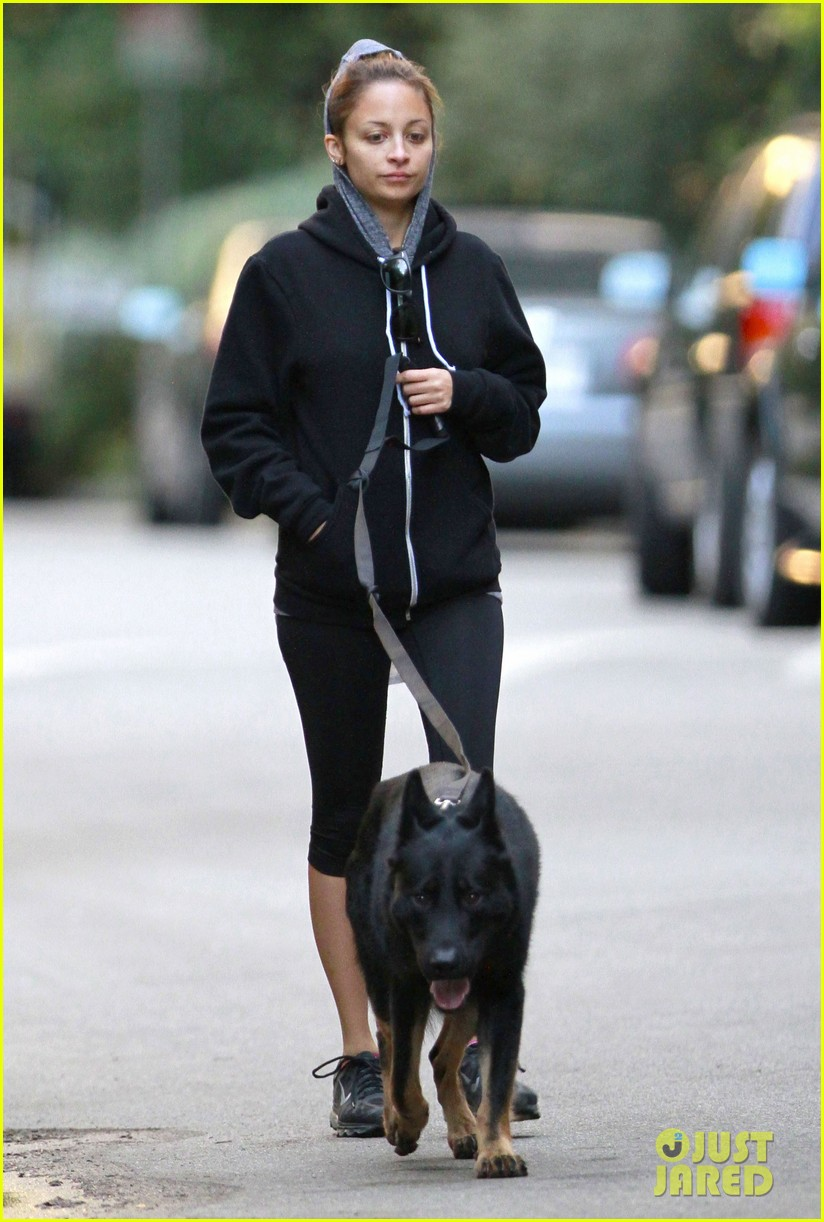 nicole richie chilly dog walk 06