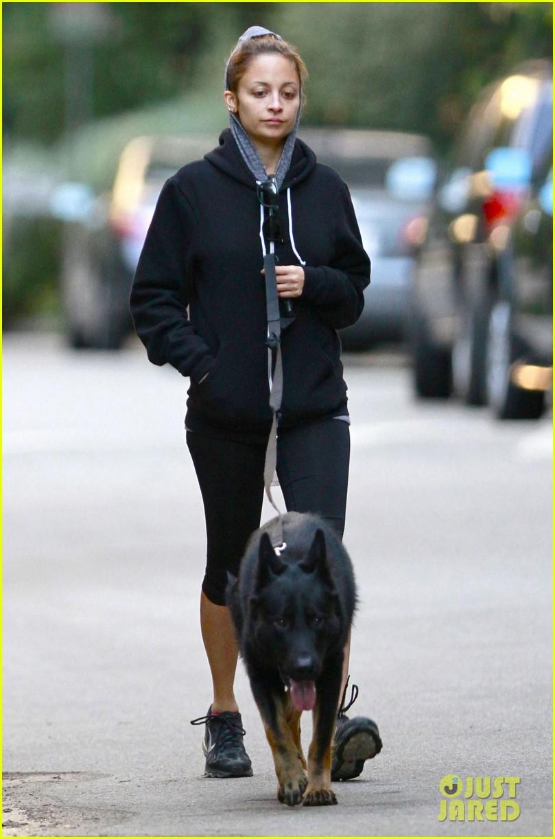 nicole richie chilly dog walk 07