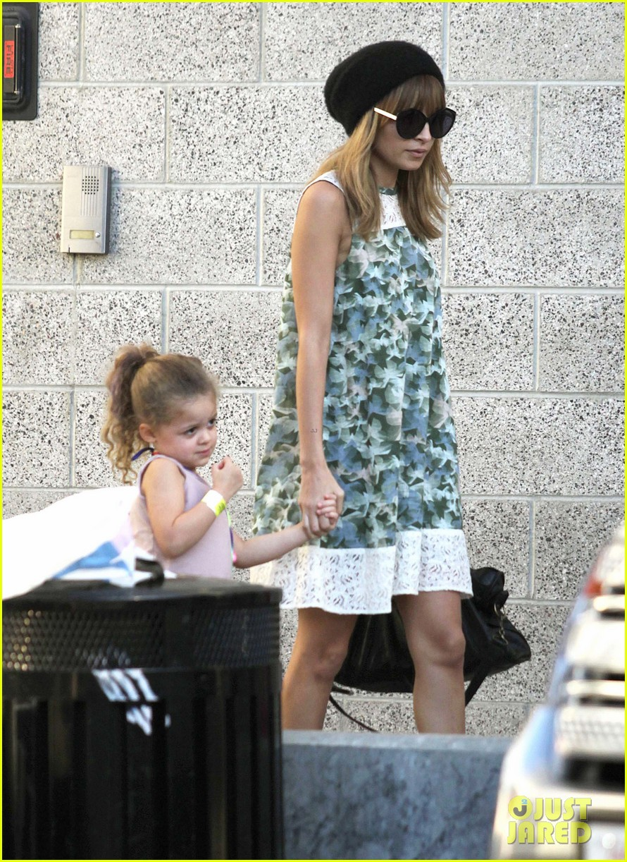 nicole richie daughter harlow concert cuties 01