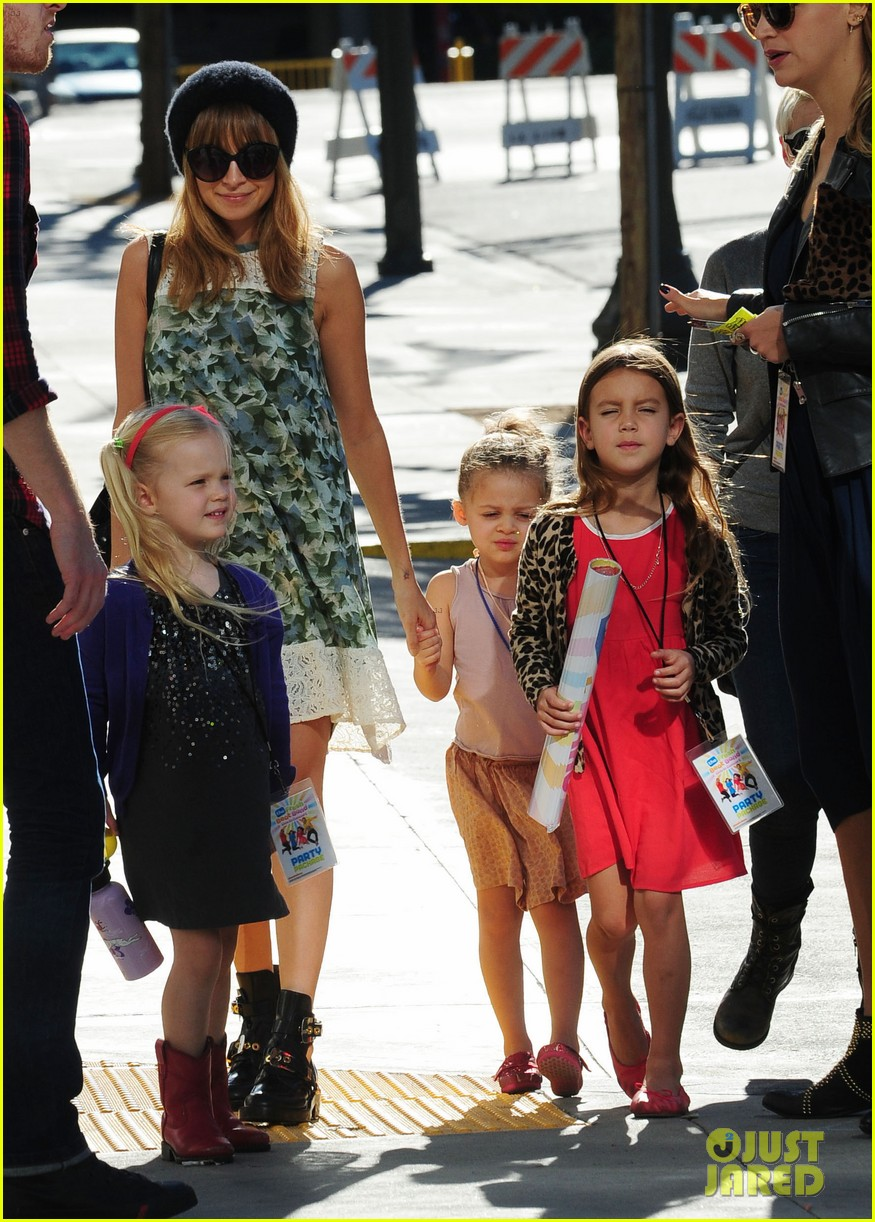 nicole richie daughter harlow concert cuties 04
