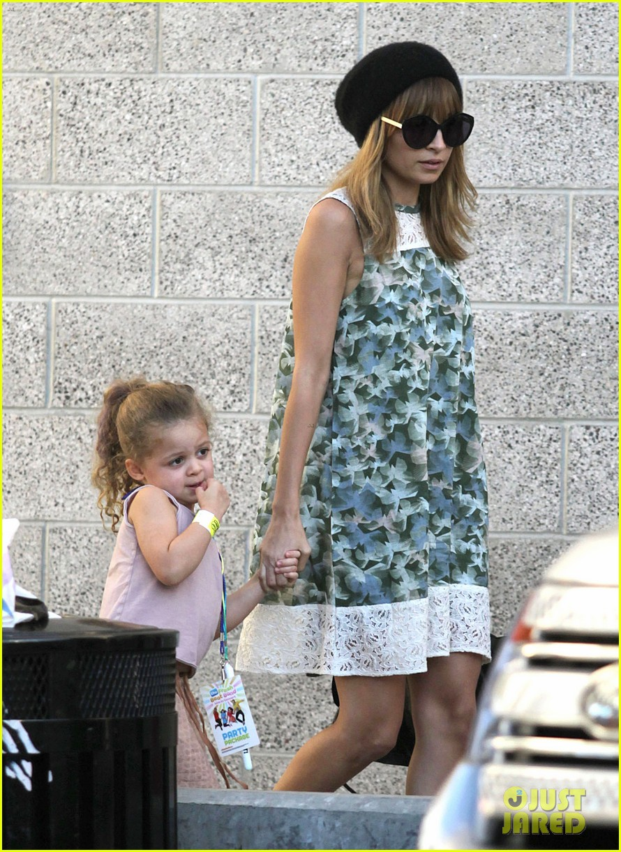 nicole richie daughter harlow concert cuties 06