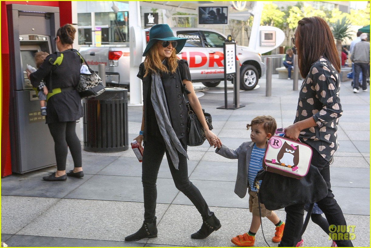 nicole richie joel madden yo gabba gabba show with the kids 01