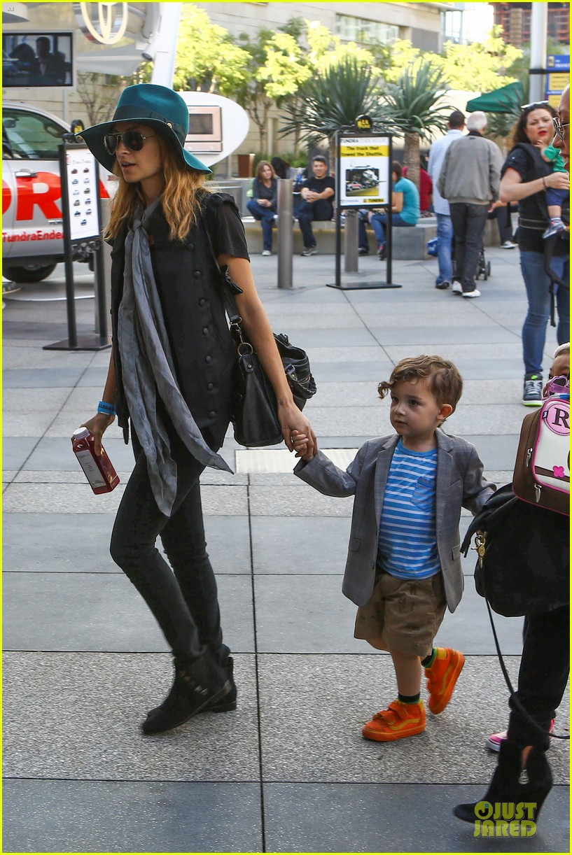 nicole richie joel madden yo gabba gabba show with the kids 23