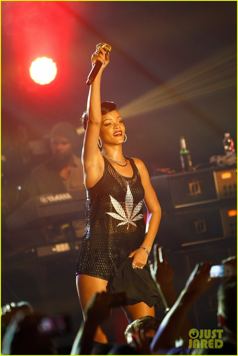 rihanna 777 tour hits berlin unapologetic in stores now 21