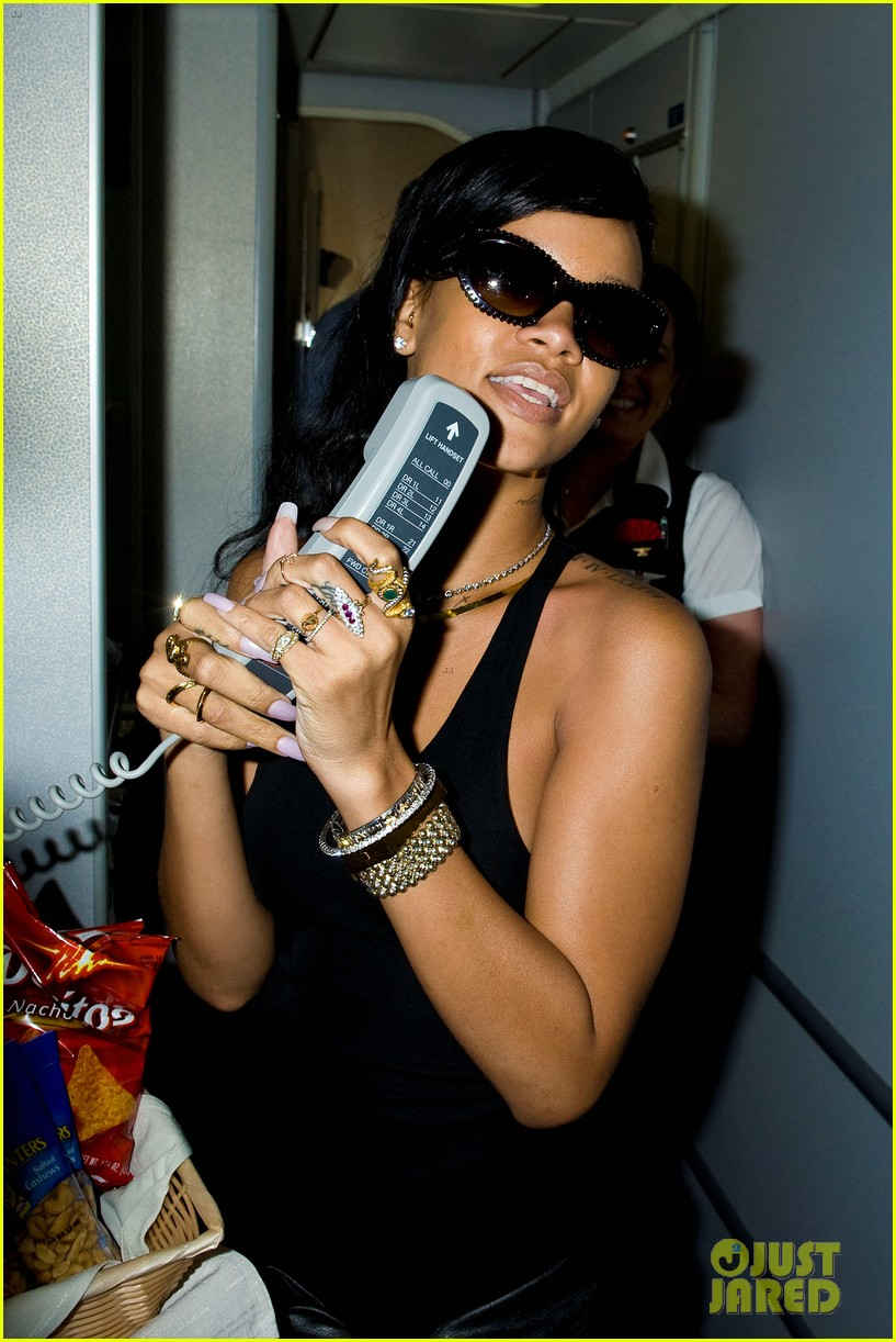 rihanna cockpit on 777 tour 11