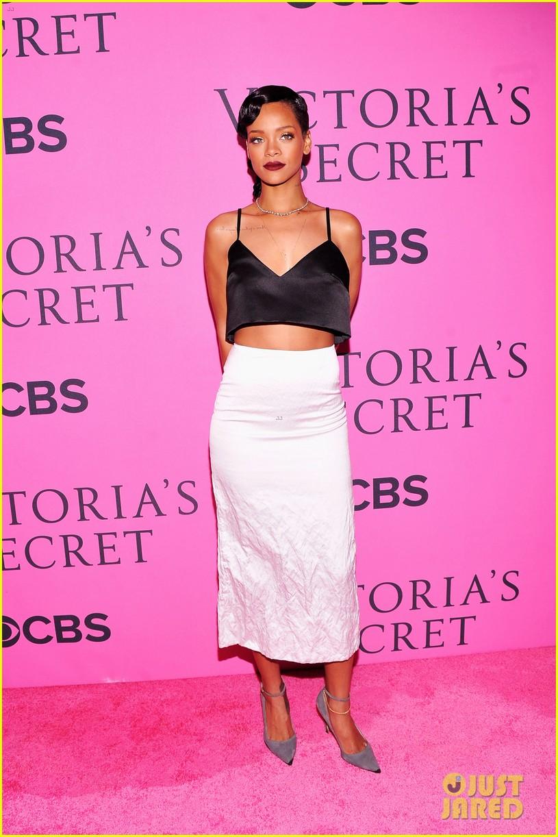 rihanna justin bieber vs fashion show 2012 pink carpet 01