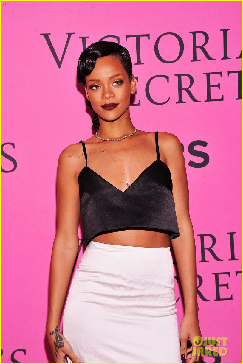 rihanna justin bieber vs fashion show 2012 pink carpet 06