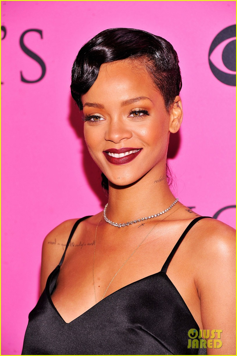 rihanna justin bieber vs fashion show 2012 pink carpet 122753270