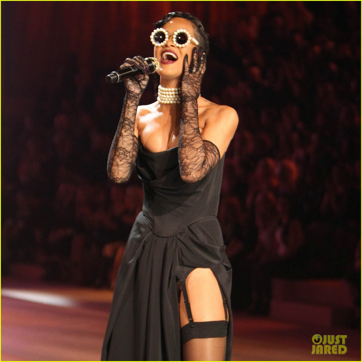 rihanna victorias secret fashion show 2012 performance 23
