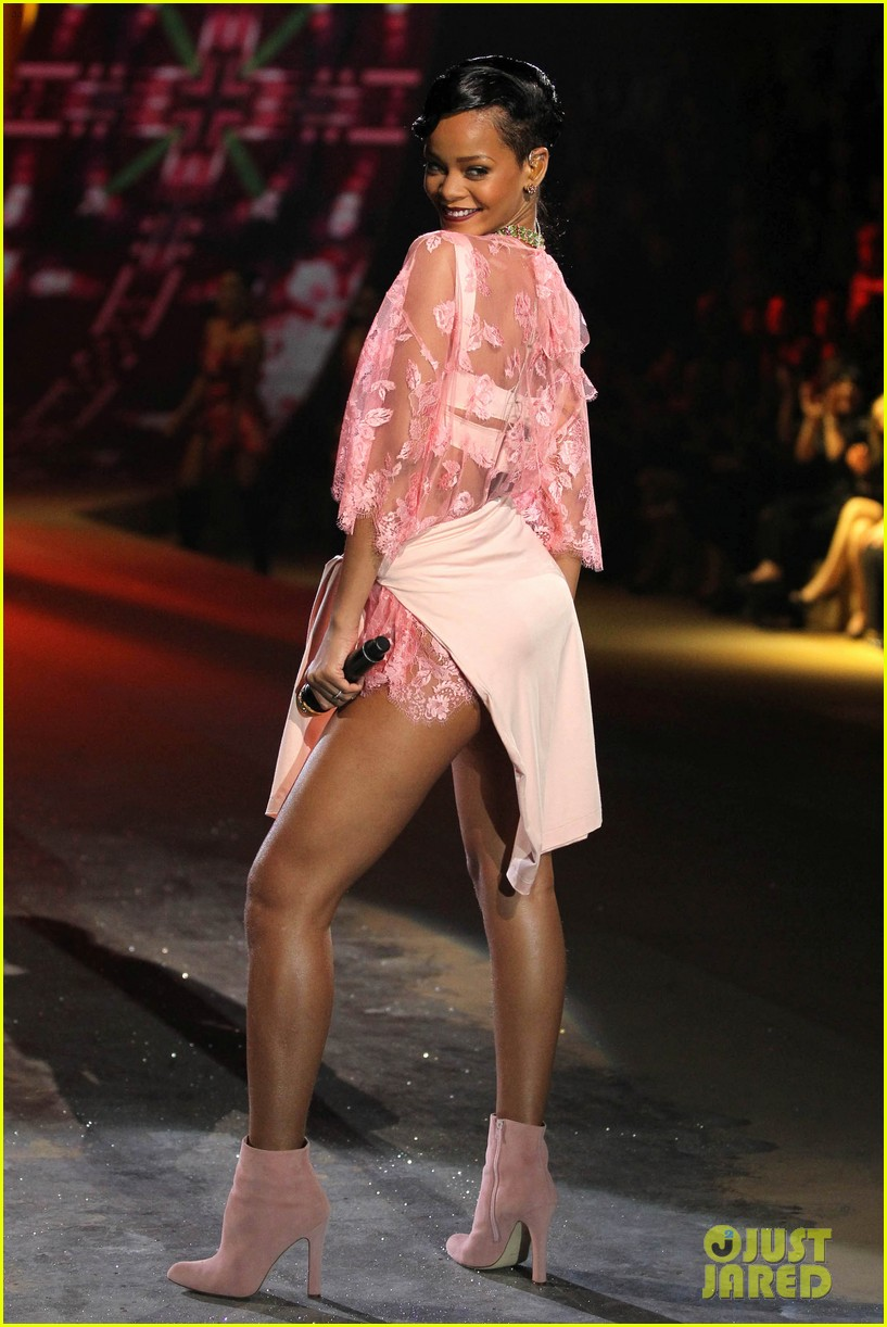 rihanna victorias secret fashion show 2012 performance 332752986