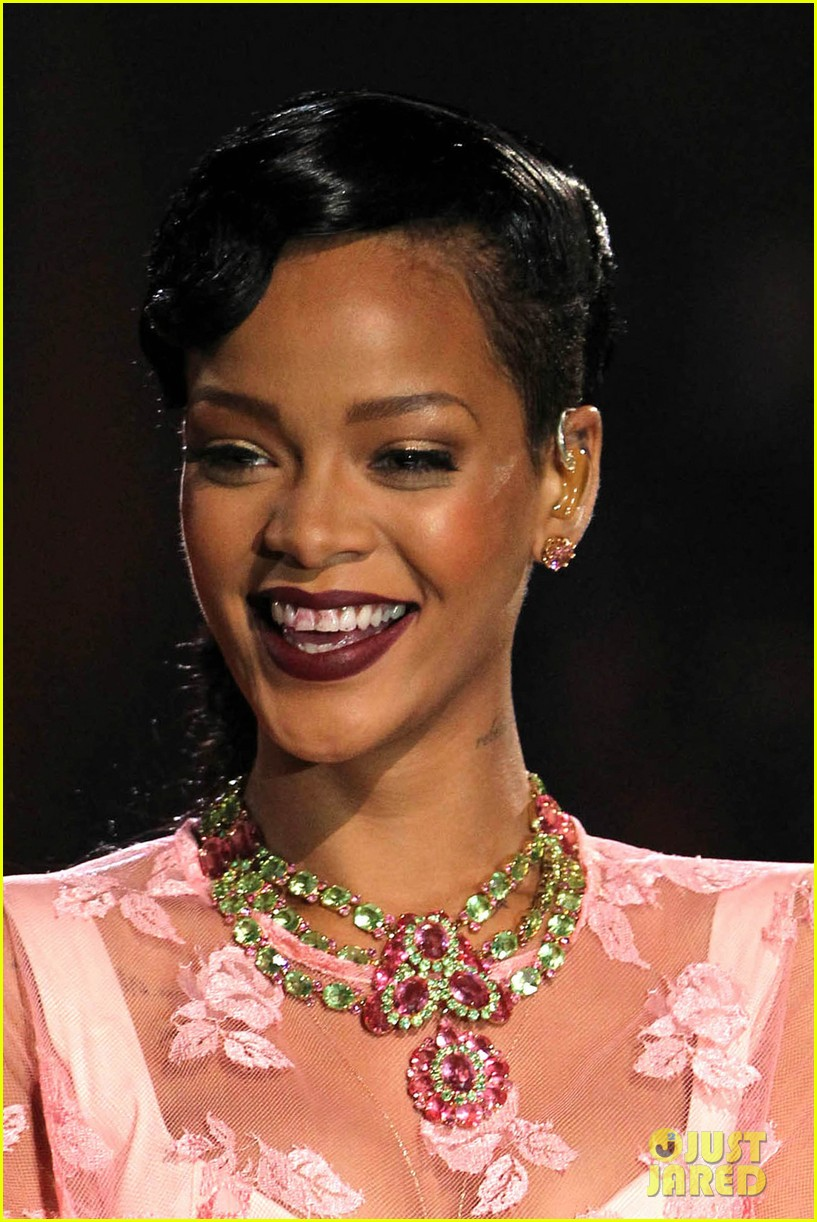 rihanna victorias secret fashion show 2012 performance 35