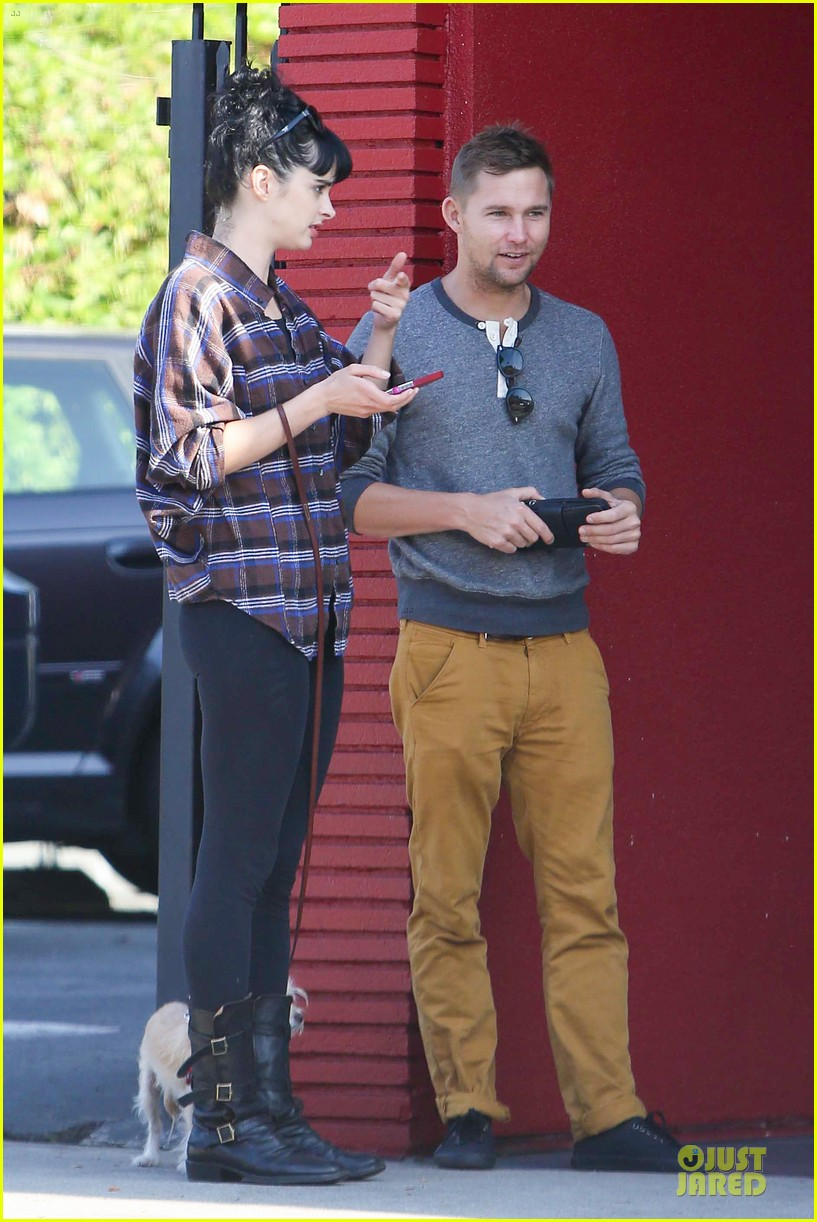 krysten ritter brian geraghty sunday breakfast in silverlake 062764024