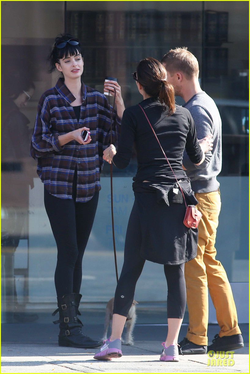 krysten ritter brian geraghty sunday breakfast in silverlake 10