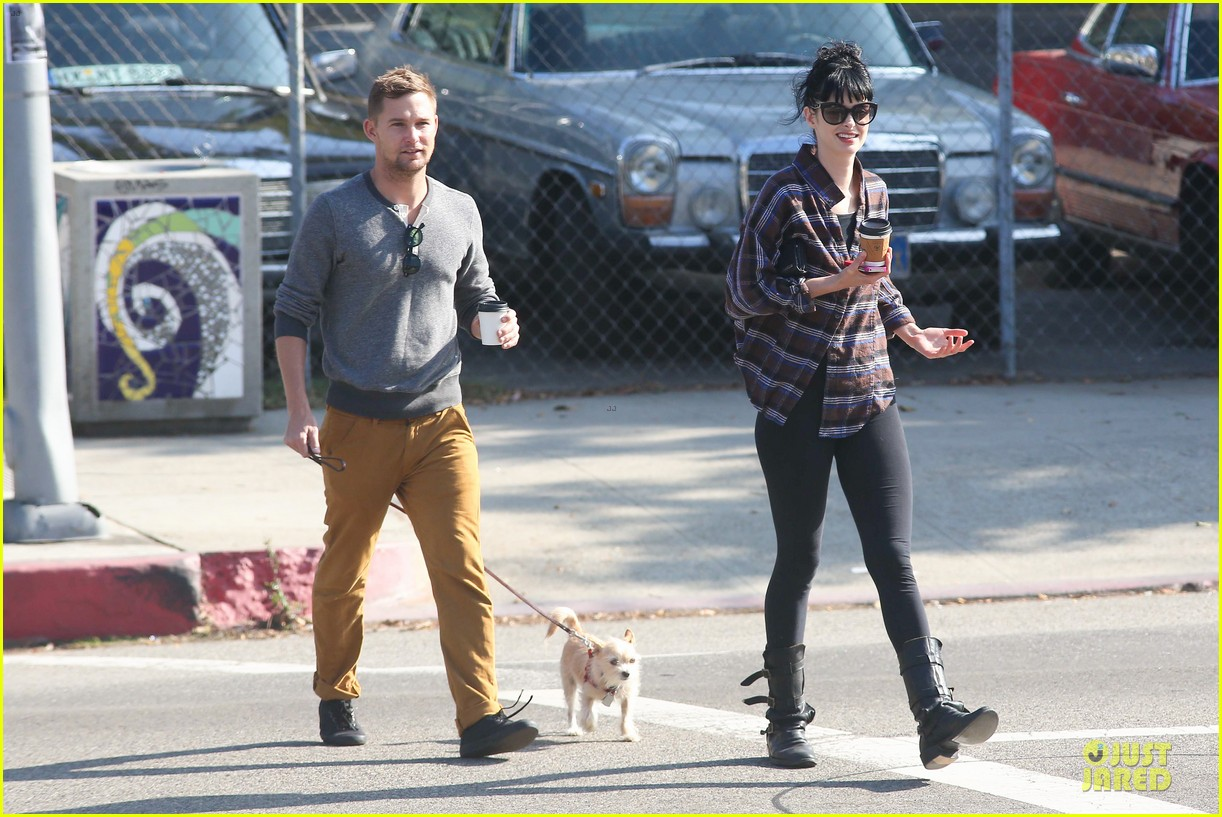 krysten ritter brian geraghty sunday breakfast in silverlake 14