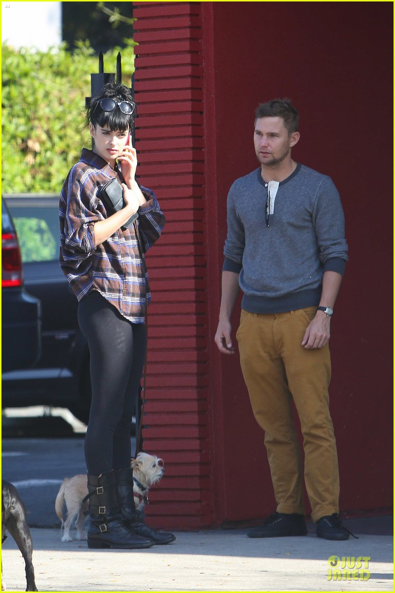krysten ritter brian geraghty sunday breakfast in silverlake 15