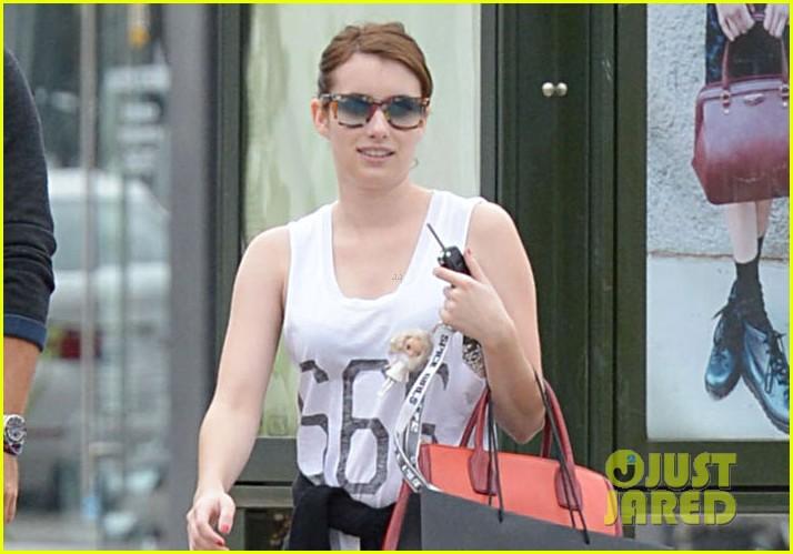 emma roberts 666 t shirt shopping spree 02