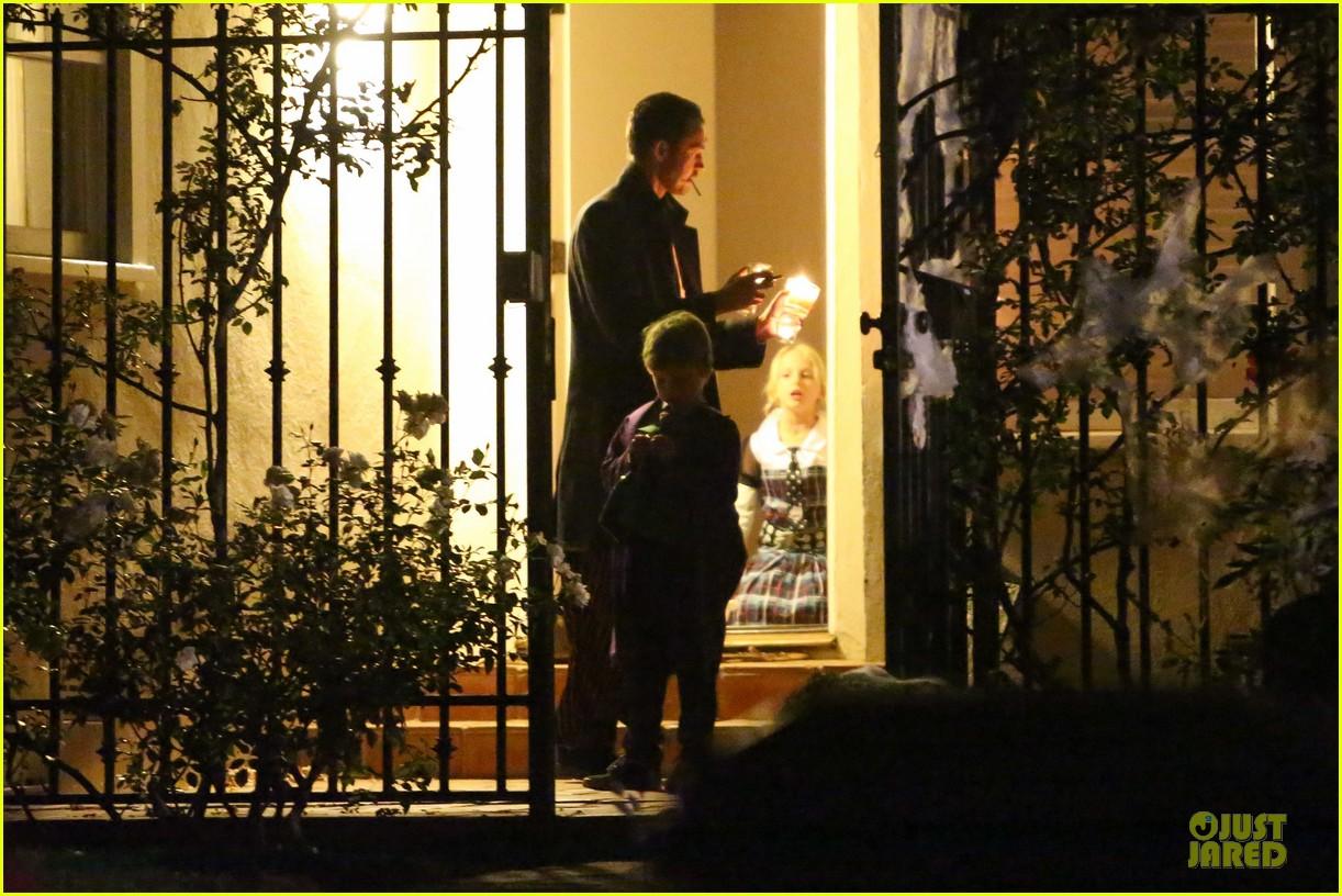 liberty ross rupert saunders halloween hugging couple 082749178