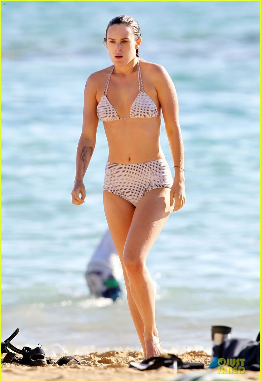rumer willis hawaiian bikini beauty 27