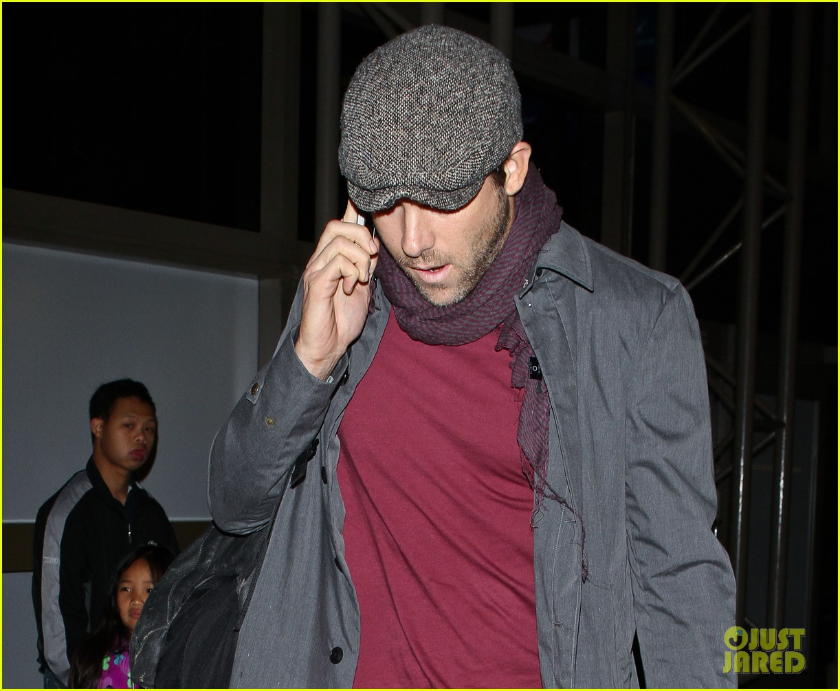 blake lively ryan reynolds low key la arrival 02