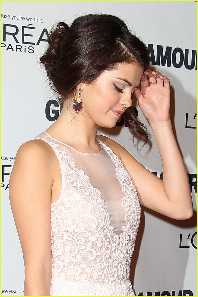 selena gomez glamour women of the year awards 07