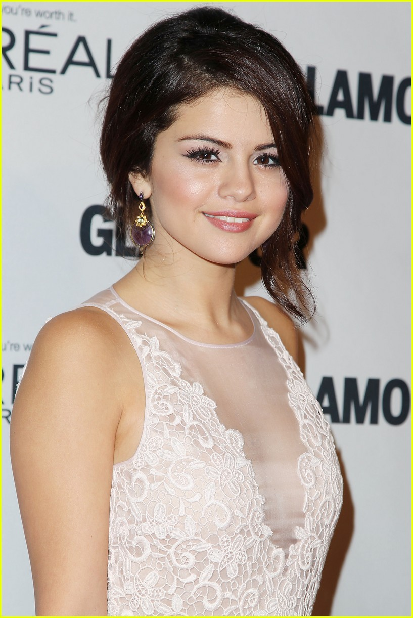 selena gomez glamour women of the year awards 12