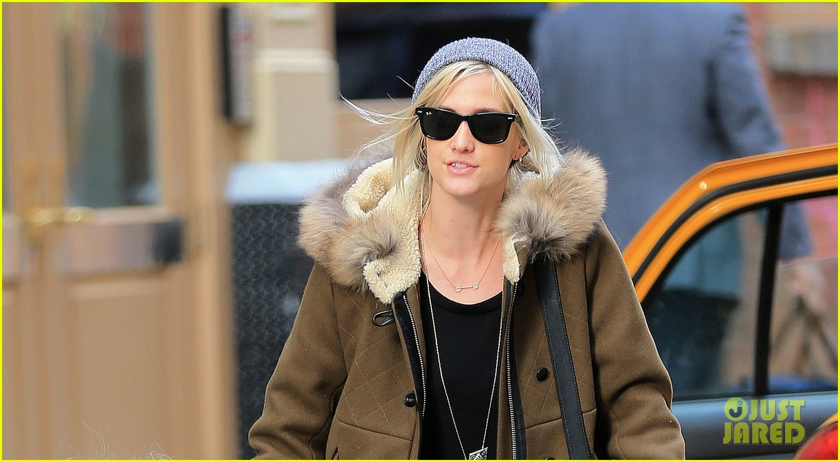 ashlee simpson steps out post vincent piazza split 022765423