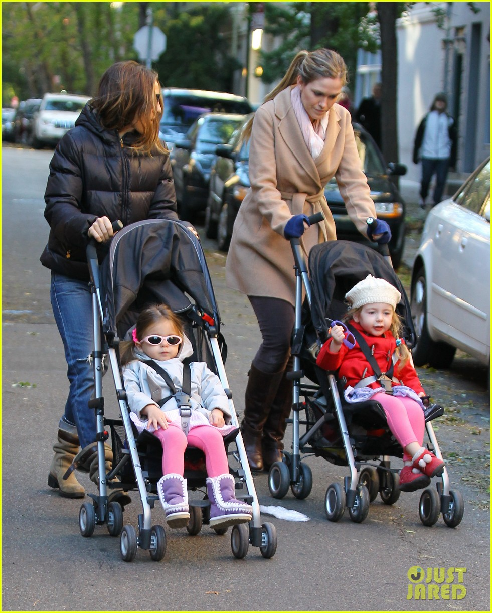 sarah jessica parker brisk morning walk with the kids 13