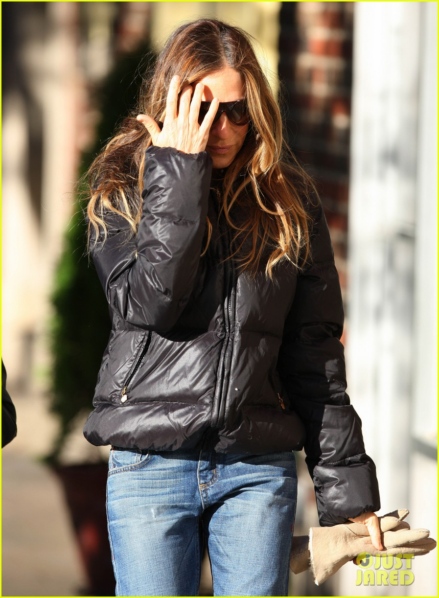 sarah jessica parker brisk morning walk with the kids 24