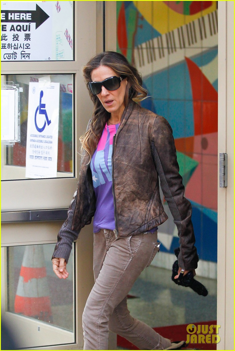 sarah jessica parker viva obama shirt on election day 02
