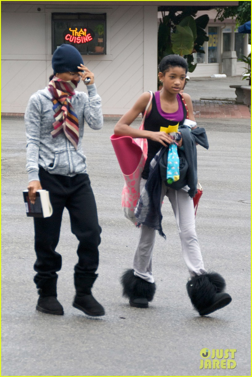 willow smith yoga class cutie 01