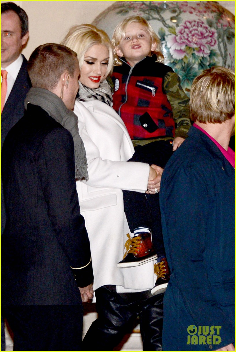 gwen stefani paris departure 08
