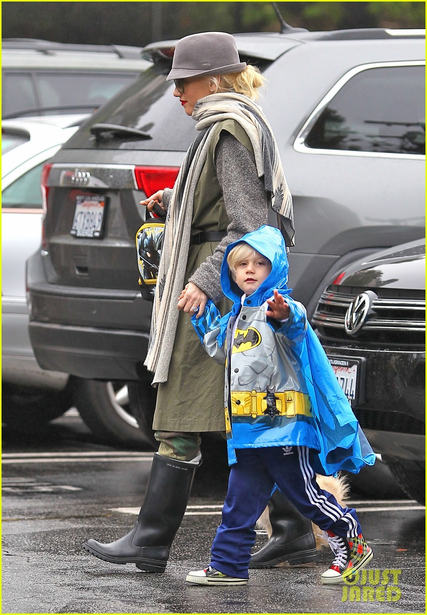 gwen stefani rainy family day 11