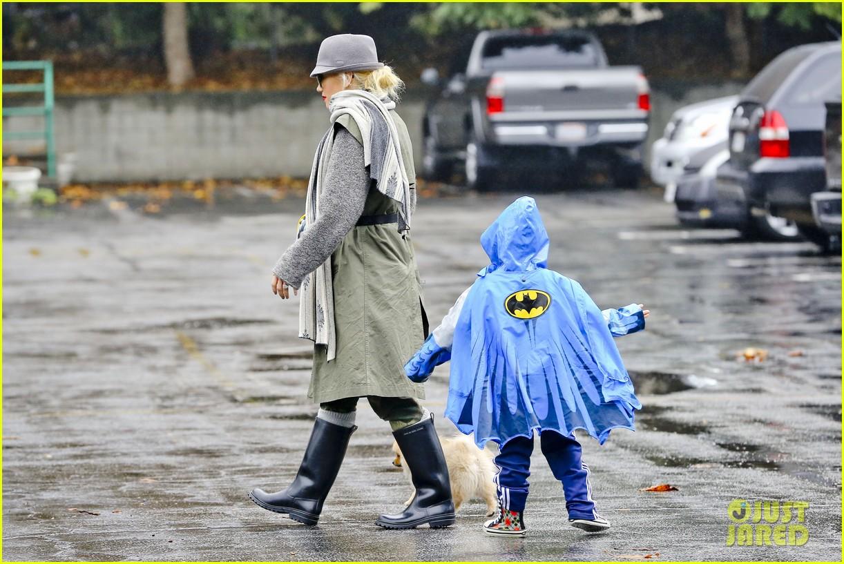 gwen stefani rainy family day 22