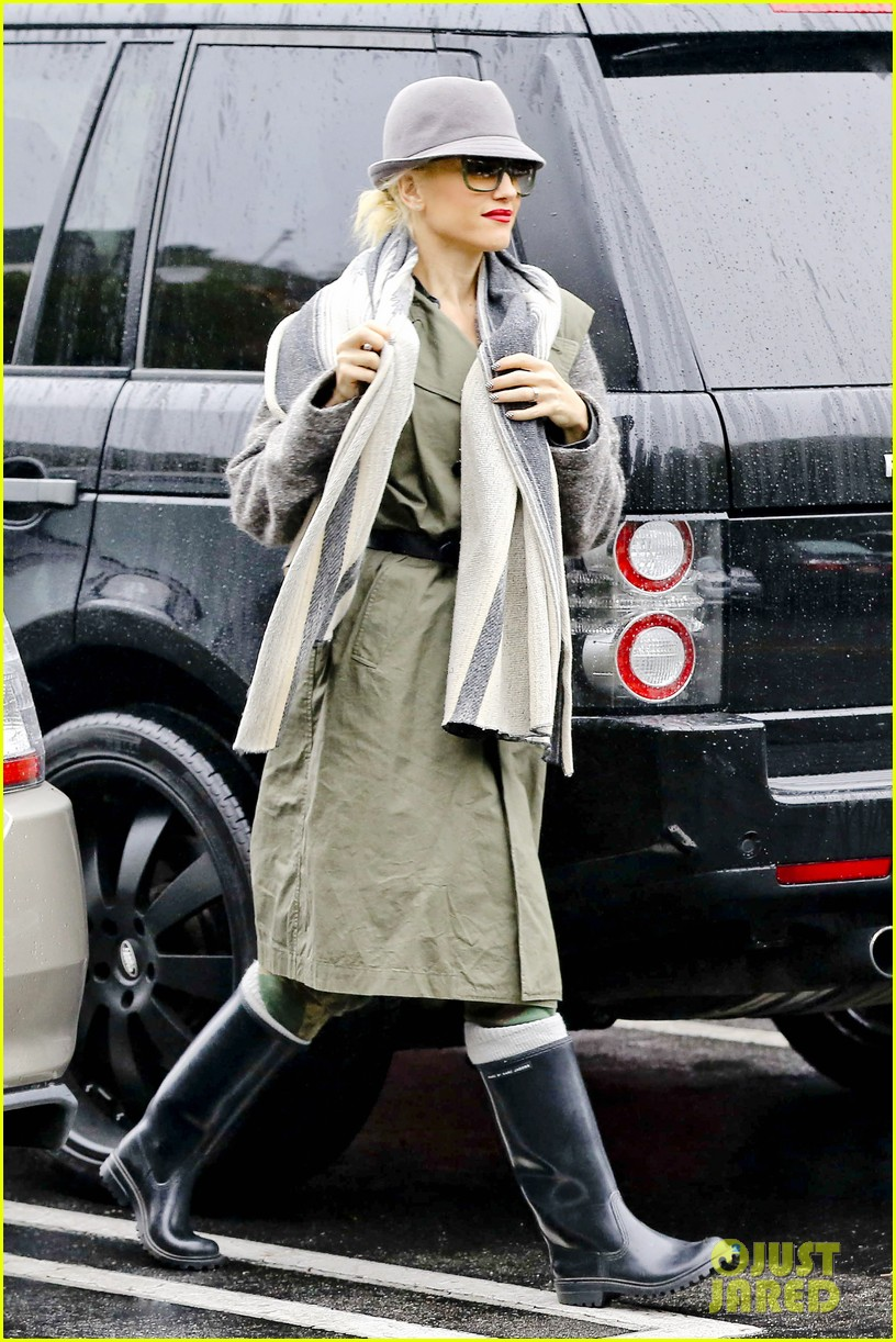 gwen stefani rainy family day 25